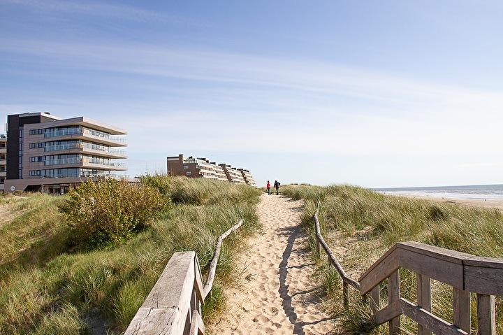 Wandelen op het strand van Egmond aan Zee